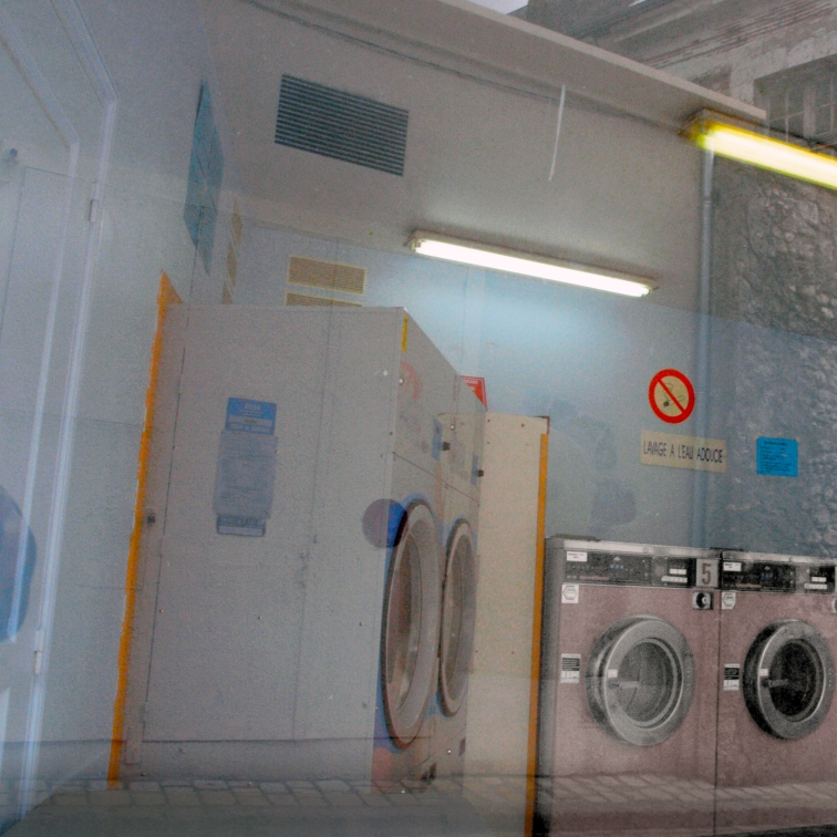 SELFSERViCE LAUNDRY WiNDOW.jpg